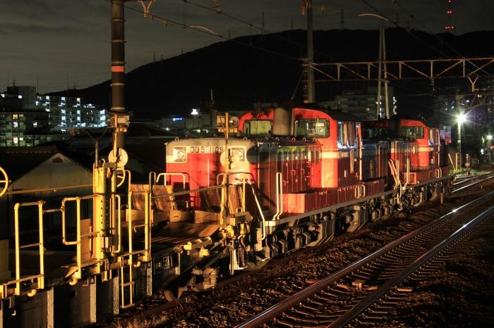 12.11.11 通過列車に照らされて 山崎