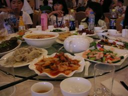 テーブルいっぱいです。