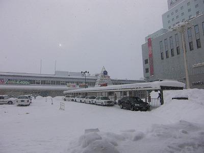 雪の旭川駅