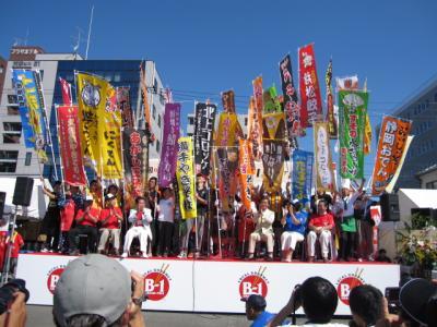 開会式、参加46団体がステージに!
