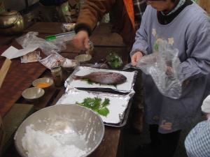 鯛の塩窯準備