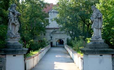 Burg_Schlaining_Eingang.jpg