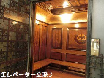 エレベーターも豪華!