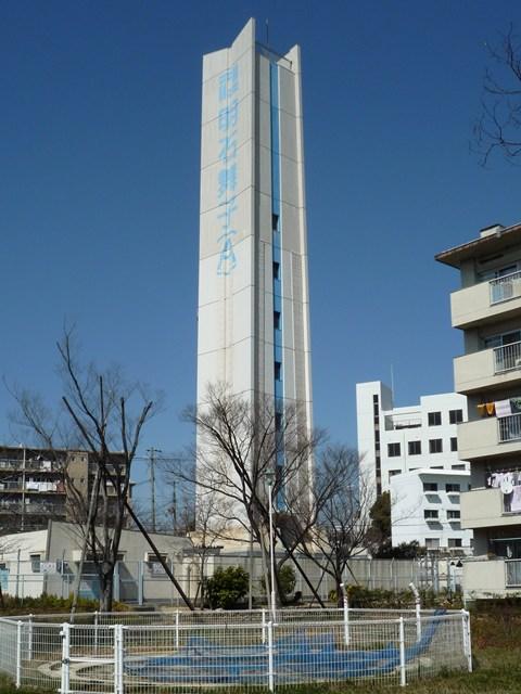 公団明石舞子団地A地区給水塔の側面