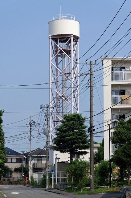 東京都営日野新井アパートの給水塔