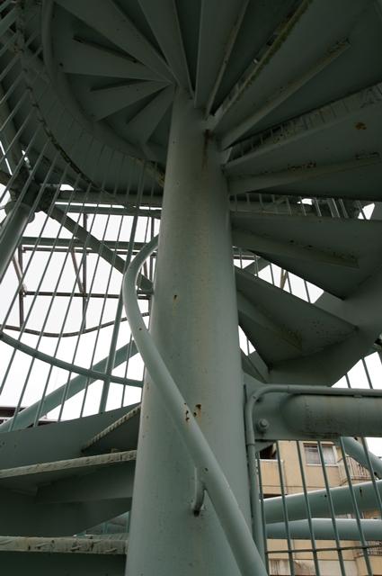 奈良市営二名住宅給水塔の螺旋階段