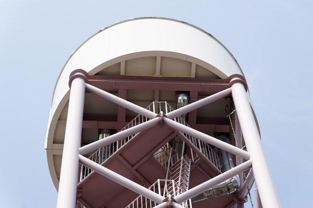 都営日野新井アパート給水塔のタンク部分アップ