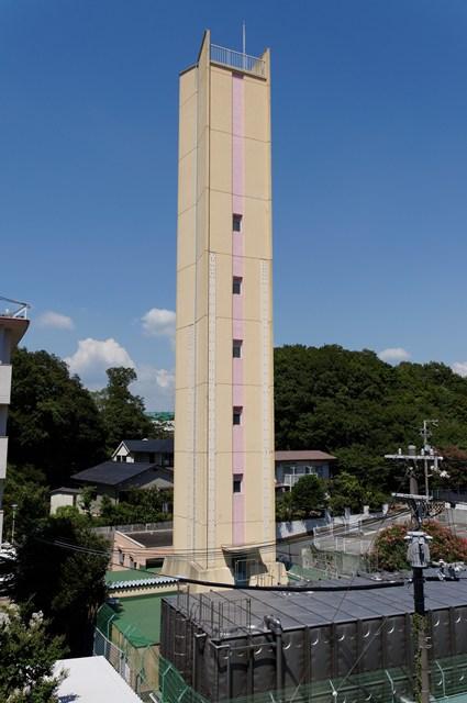 公団多聞台団地西側の給水塔