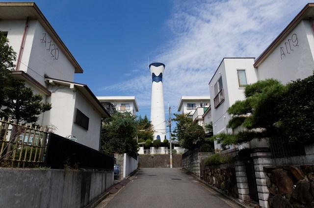 南側から見た府公社香里三井F団地の給水塔