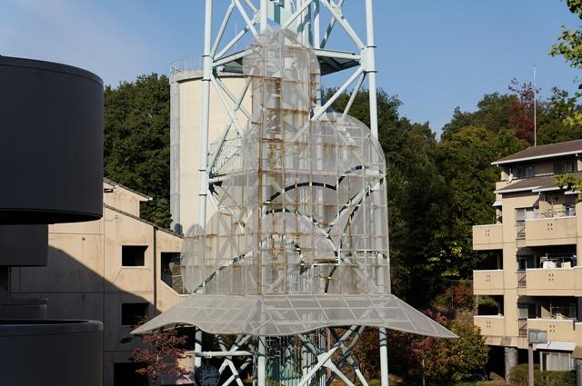 奈良市営二名住宅給水塔の弥勒菩薩半跏思惟像