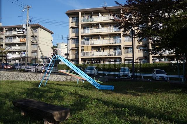 奈良市営二名住宅の滑り台