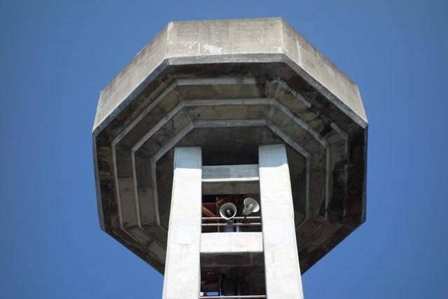 奈良県営平城団地給水塔のタンク部分アップ