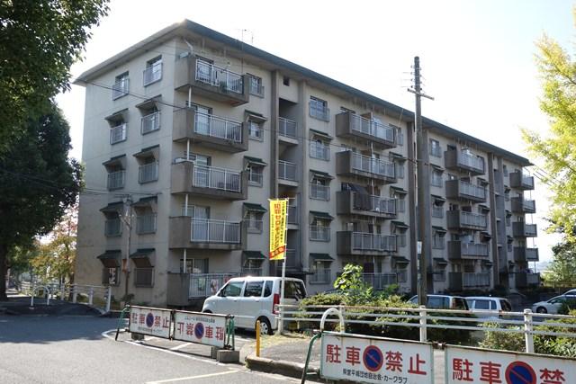 奈良県営平城団地の側面窓付き住棟