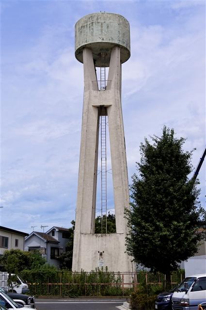 東京都営金子町アパートの給水塔