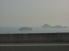 高速バス車内 島