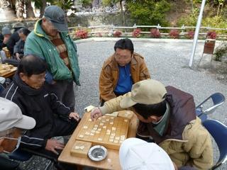 公園で将棋に夢中2