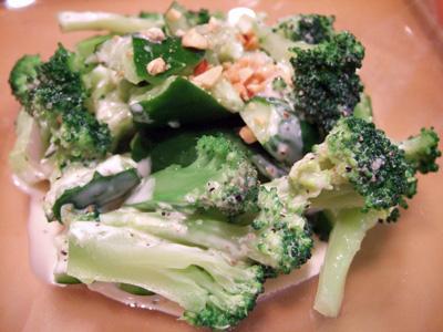 キュウリとブロッコリーのサラダ