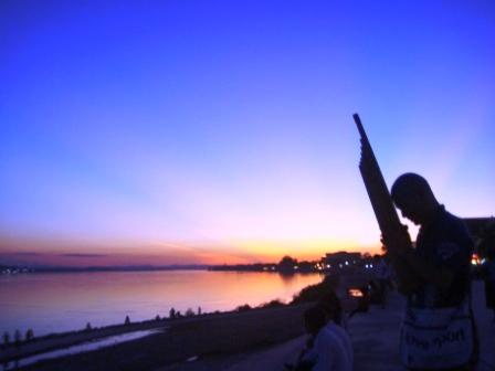 ケンとメコン川