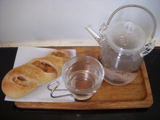 ささのはパン(紅玉パン¥190・ハーブティー(ラベンダー)¥400)