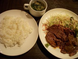 quatre lapin(ステーキランチ(1枚・180g)¥680)