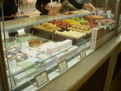 LADUREE Salon de the 三越銀座店(店内1)