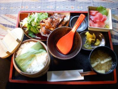 OBANZAI DINING CAFE OHASHI(まぐろのブツとまぐろカマの照り焼定食¥893)