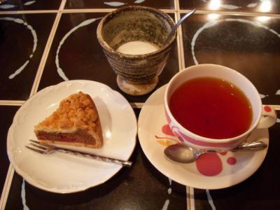 BOIS DE SUCRE(チェリーのチョコレートタルト¥380・紅茶¥450)