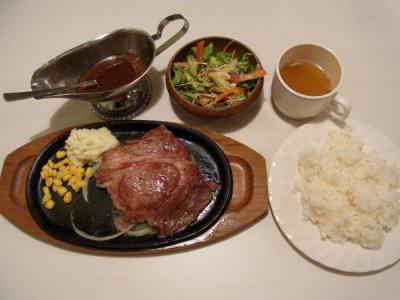 ヒーローズキッチン(チャックステーキ200g(和風ソース)¥880)