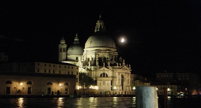 canal city night