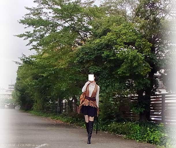 LOUNIE(ルーニィ)通販:LOUNIE(ルーニィ)2010秋物:ポンチョが完売してしまったので、ルーニィの同生地ジレで秋カタログ風コーデを再現してみました!♪ジレはCLASSY.(クラッシィ)10月号では道端ジェシカちゃんが、『革命×テレビ』では小林麻耶アナウンサーさんも着ていらっしゃいましたね!(衣装協力:LOUNIE)