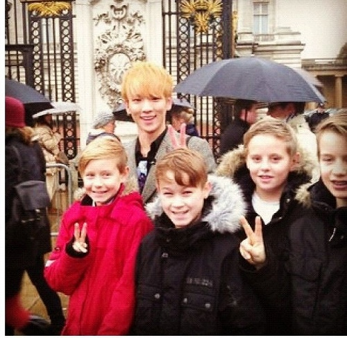 121129 Kibum in LONDON!! with kids