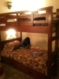 ホテルのベッド20111126