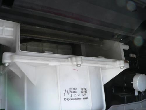 エアコンフィルター装着場所です