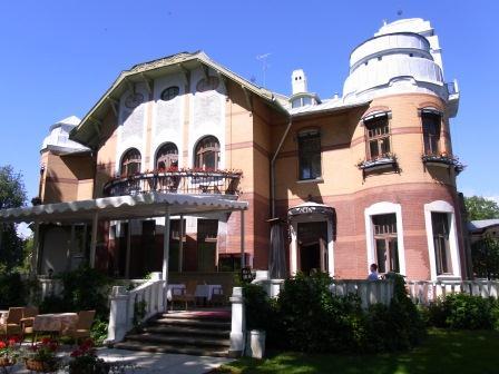 AMMENDE VILLA 庭側
