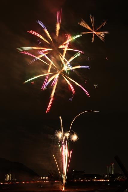 RGBが綺麗な花火