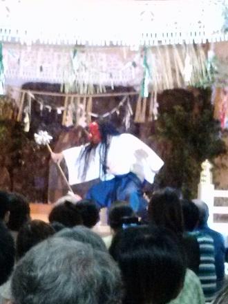 夜神楽の舞。