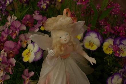 お花の中の妖精 ♪