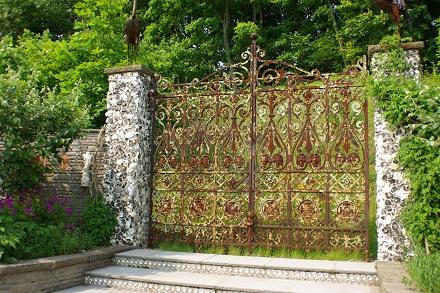 サルベージガーデンの門。