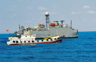 #36164;料#22270;:中国船只与美#20891;#30417;#27979;船在南海#23545;峙