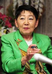 報道各社のインタビューに答える千葉景子法務大臣=29日