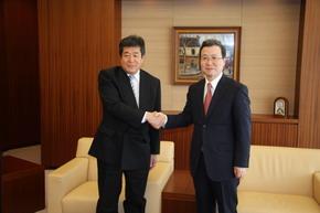 程永華駐日大使 石川聡共同通信社長を表敬訪問