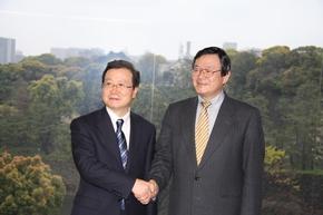 程永華大使 朝比奈毎日新聞社長を表敬訪問