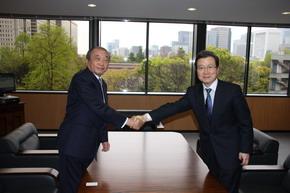 程永華駐日大使 小出宣昭東京新聞社長を表敬訪問