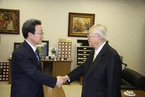 程永華駐日大使 渡辺恒雄読売新聞会長を表敬訪問