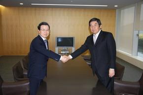 程永華駐日大使 早河洋テレビ朝日社長を表敬訪問
