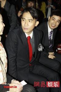 赤ネクタイ