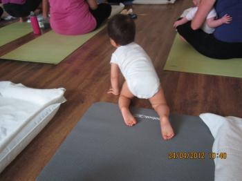 Baby+Yoga+002_convert_20120425031313.jpg