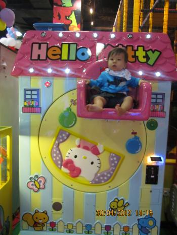 Trey+@+Game+Arcade+008_convert_20120501023604.jpg