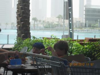 Trey+@+bateau+dubai+024_convert_20120422131922.jpg
