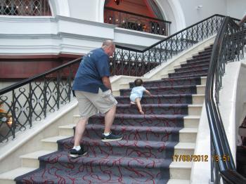 Trey+Mar+17+staircase+009_convert_20120318025806.jpg